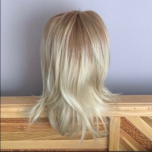 Accessories - Blonde wig Layered cut Ombré